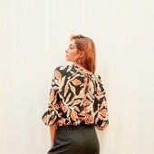 «« Z o o m  I n »»   Blusa estampada con cuello y puños fruncidos — Talles del 3 al 6   Los esperamos mañana en Campana 446 , CABA de 8:00 hs a 17:00 hs 🥰 —  Les recordamos que nuestro minimo de compra es de $4.000.-  #fw21 #mayoristasargentina #indumentariafemenina #ropamujerpormayor #ropamujer #mayoristasavellaneda #mayoristaflores #indumentaria #aw21